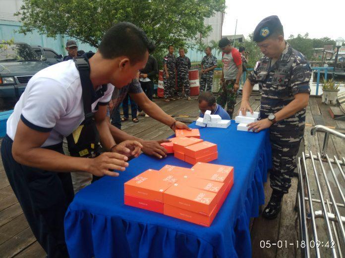 Lanal Dumai Amankan 202 Handphone Ilegal