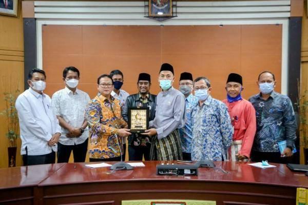 Menuju Kota Maju, Walikota Dumai Laksanakan Pertemuan Dengan Prof. Rokhmin Dahuri