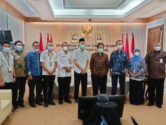 Bersama Menteri, Walikota Dumai Bahas Pelimpahan Lahan Cevron