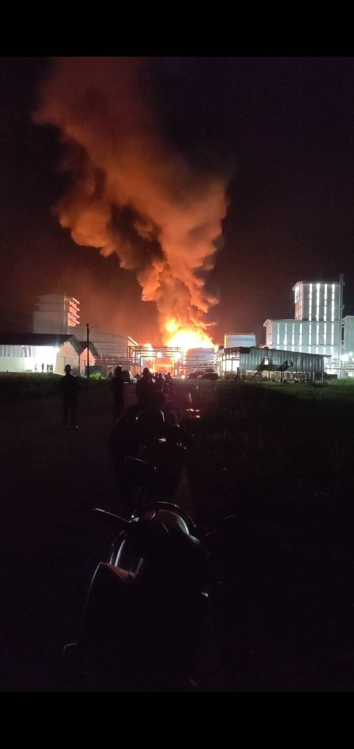 Diduga Terdapat Korban Pada Kebakaran Pabrik PT SDO