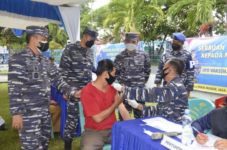 Dilaksanakan Secara Serentak, Lanal Dumai Laksanakan Serbuan Vaksin Kepada Masyarakat Maritim