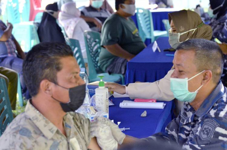 TNI AL Pangkalan TNI Angkatan Laut Dumai Kembali Gelar Serbuan Vaksin Tahap II
