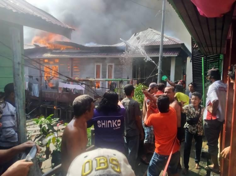 Kebakaran Hebat Melanda Pemukiman Padat Penduduk di Dumai