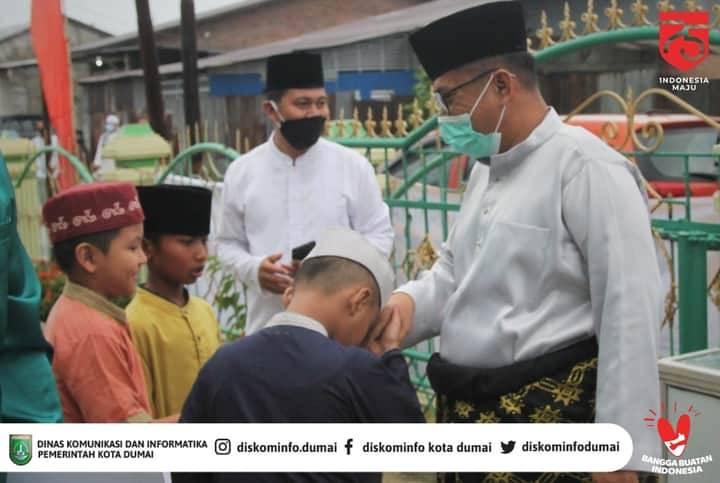 Wawako Dumai Ikuti Sholat Idul Adha di Masjid Arofah Pemuda Darat