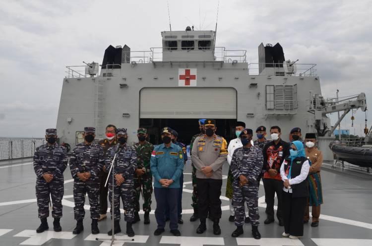 PANGKOARMADA I Bersama Gubernur  Riau Tinjau Serbuan Vaksinasi dan Dukungan Oksigen TNI AL di Dumai