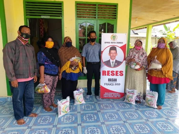Reses 2020 Pandemi Covid 19, Hasan DPRD Dumai Bagi Sembako ke Warga