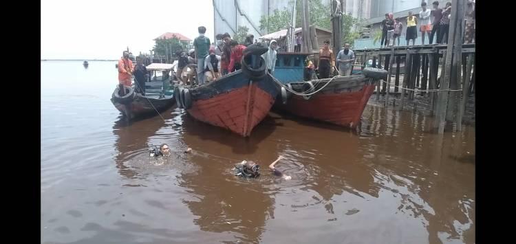 Dua Penyelam Temukan Remaja yang Tenggelam di Kuala Sungai Dumai