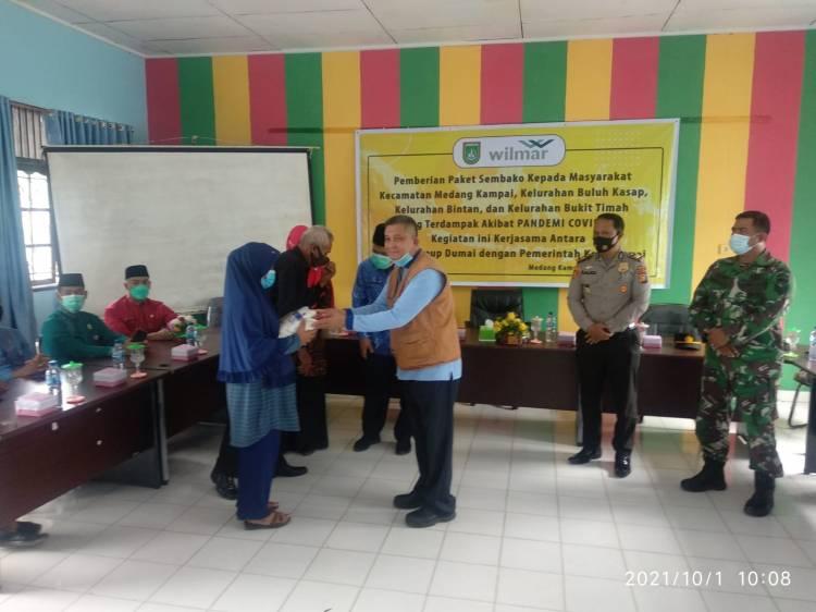 Dampak Covid 19, Wilmar Group Dumai Serahkan 1200 Paket Sembako ke Warga