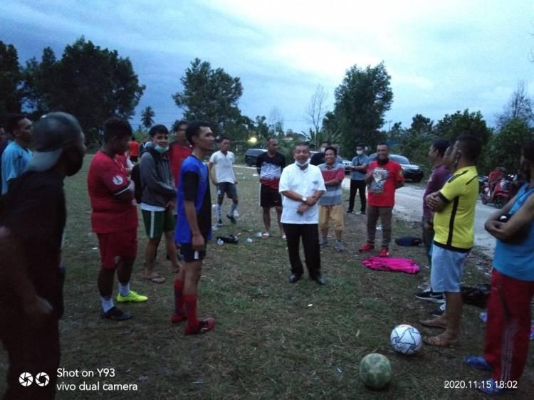 Singgah ke Tempat Latihan FC Bhomer, Amris Peduli Olahraga di Dumai