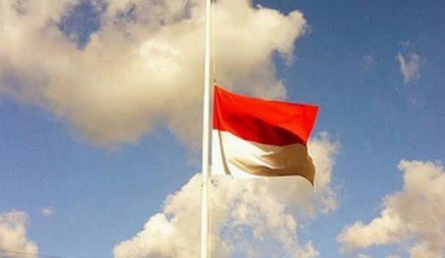 Pemko Dumai Kibarkan Bendera Setengah Tiang
