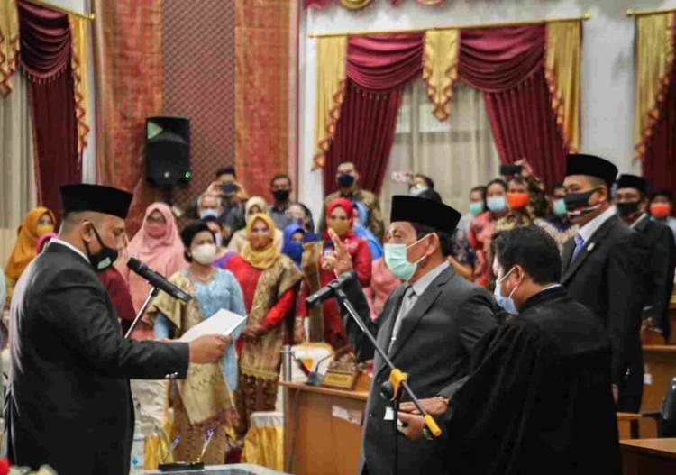 Gantikan Syarifah, Ketua DPRD Kota Dumai Lantik SW Simanungkalit