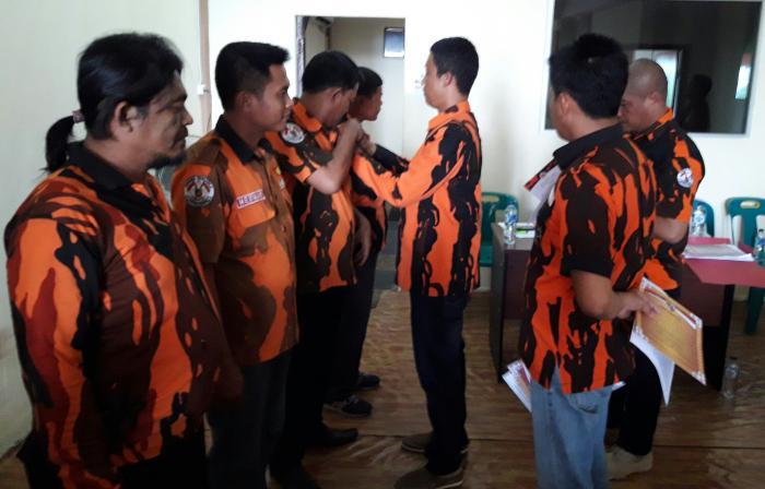 Ketua MPC PP Dumai Sematkan Sertifikasi Kaderisasi Pratama